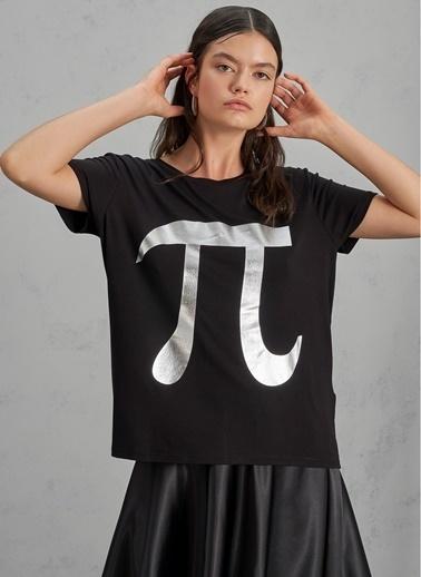 Pi π Baskı Detaylı Tişört Siyah